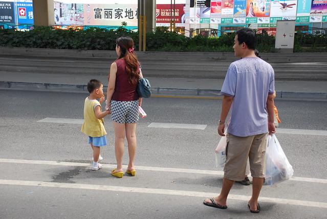 05.september 2010 shanghai---wo bleibt denn der bus ? der braucht ja ewig.-----where is the bus ?  needs a long time   我爱中国 / Ich liebe China / I love China