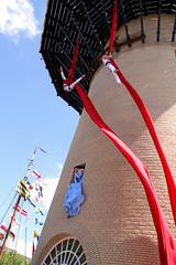 Schiedam - Opening De Kameel - Zangeres met danseressen 3837