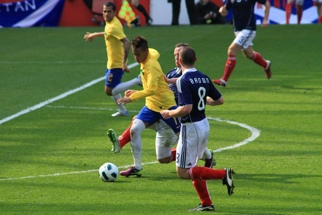 Neymar attacking