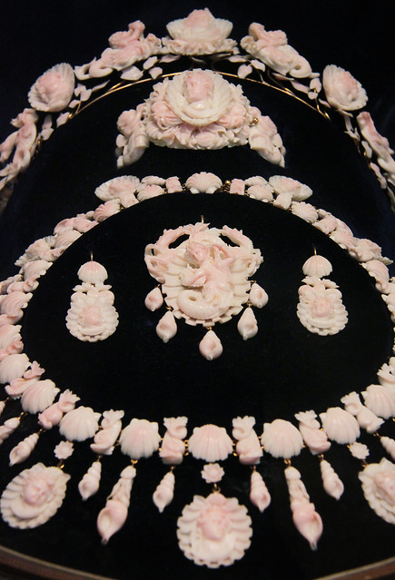 Coral jewellery set, 1850-70, Naples, Italy