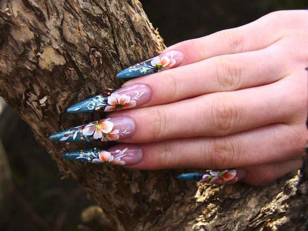 Нарощенные ногти длинные острые ногти