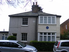 Photo of Muriel Lester and Doris Lester blue plaque