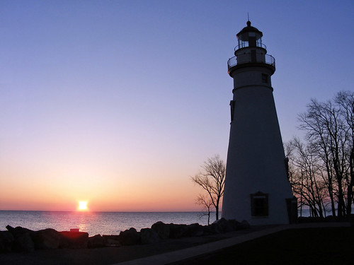 ohio lighthouse sunrise marblehead marbleheadlighthouse lakeerie greatlakes