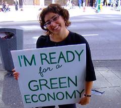 圖片來源:http://ecosalon.com/the-clean-energy-econo my-needs-a-womans-touch/