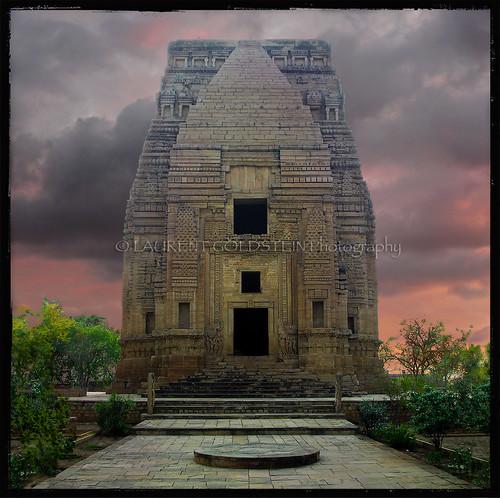 travel sunset sky india heritage mystery architecture square temple evening vishnu colours view religion culture atmosphere hindu hinduism gwalior madhyapradesh rajput भारत indiasong thebestofday gününeniyisi