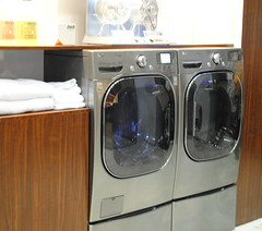 room(1.0), clothes dryer(1.0), major appliance(1.0), washing machine(1.0), laundry(1.0),