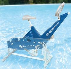 Una bicicleta acuatica