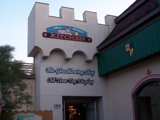 Holiday World - Mrs. Klaus's Kitchen