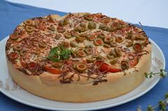 PIZZA DE ATÚN EN MOLDE HONDO