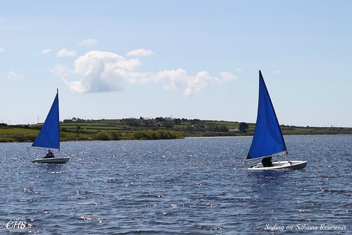Sailing on Sithians Reservoir by Stocker Images