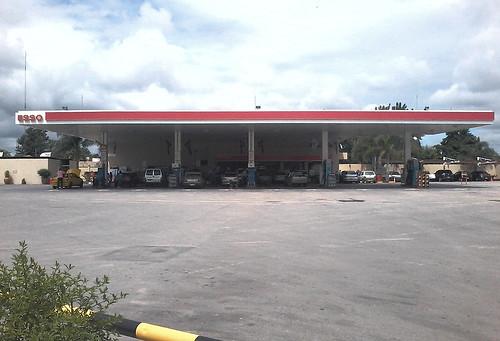 ESSO Servicentro San Cayetano S.R.L. - Estación de servicio