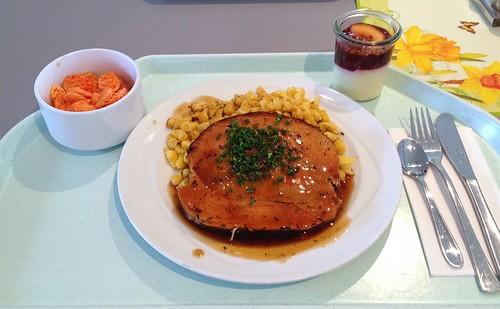 Putenrollbraten mit Thymiansauce & Spätzle / Turkey roast with thyme sauce & spaetzle