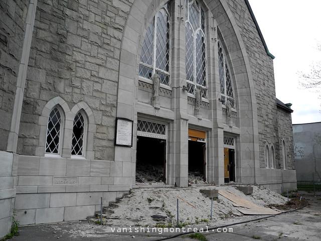 Eglise Notre-Dame-de-la-Paix demolition (Thursday/Jeudi) 02
