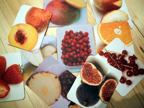 奧利佛設計的蔬果卡,卡片背面是每種蔬果的簡易小知識,可讓教師自由運用於教學之中,育教於樂。(圖片來源:James B)