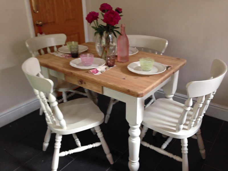SHABBY CHIC CHUNKY PINE SCRUB TOP FARMHOUSE DINING TABLE