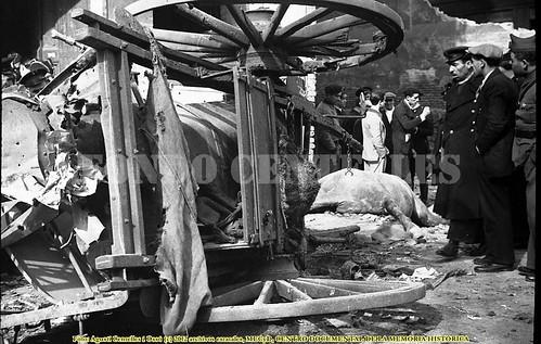 Barcelona, daños de los bombardeos del 29 de mayo de 1937. by Octavi Centelles