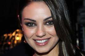 Mila Kunis Smokey Eyes Celebrity Style Women's Fashion