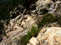 Dalles à 45° et ruisselets au-dessus de la 1ère cascade du Niffru