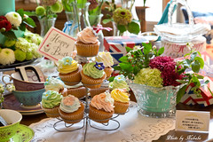 「バラのテーブル ~ヴィクトリア女王が愛したお菓子とともに」