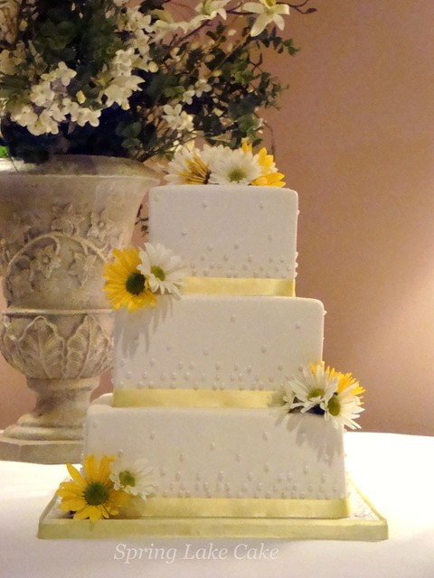 Wedding Cake With Fresh Daisies