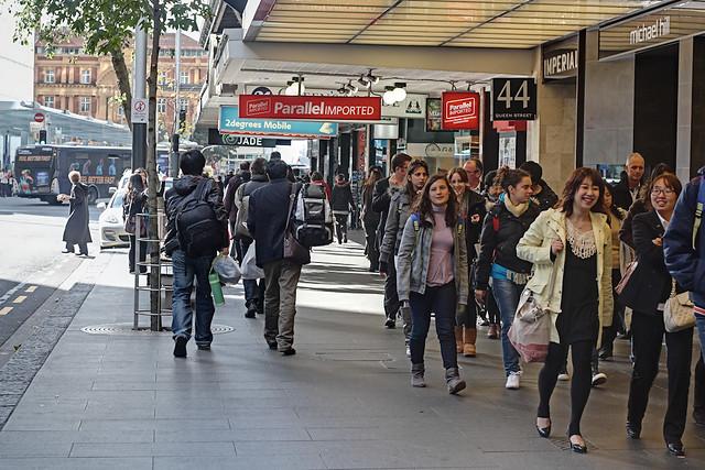 Busy Street Sidewalk Busy sidewalk |...
