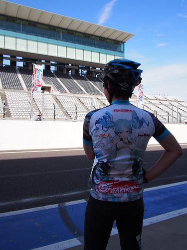 日曜、鈴鹿8時間エンデューロ走ってきた。レーシングミクジャージ着てる人は自分含めて3人ぐらい。 意外と少ない・・・