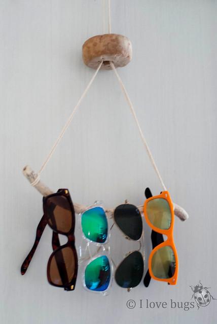 cuelga gafas palos