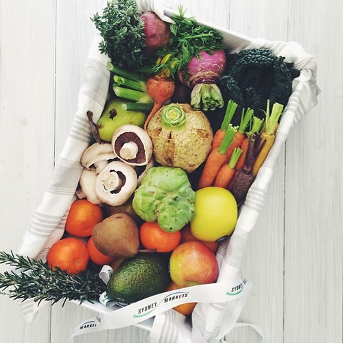 Seriously excited about a hamper of #winterfruitandveg from @sydneymarkets! There really is no reason for winter meals to be any less colourful   #sydneymarkets #vscocam #vsco #gift #loveveggies #winter #whatsfordinner