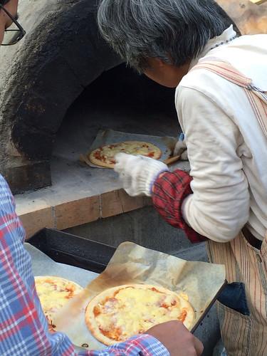 庭の窯でピザを焼く 2014/5