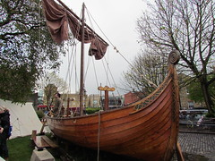 sailing ship(0.0), ship(0.0), watercraft rowing(0.0), carrack(0.0), cog(0.0), tall ship(0.0), warship(0.0), sailboat(1.0), vehicle(1.0), longship(1.0), mast(1.0), watercraft(1.0), boat(1.0), viking ships(1.0),