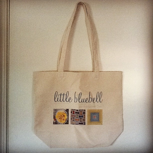 Wheeee! A little bluebell bag. : )