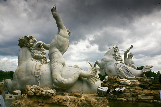 statues neptune fountain