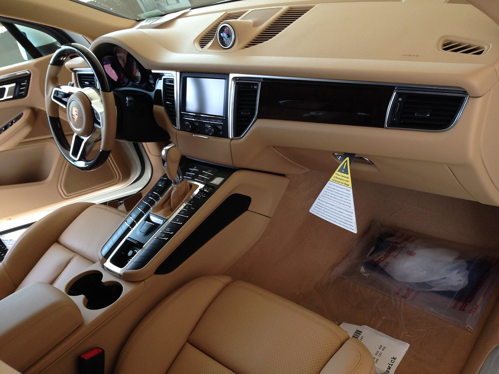 Porsche macan interior beige images for Images of interior