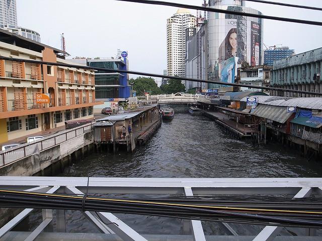 <p>l)川も交通手段の一つです</p>