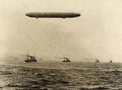 Zeppelin bij vlootmanoeuvres / Zeppelin during fleet manoeuvres