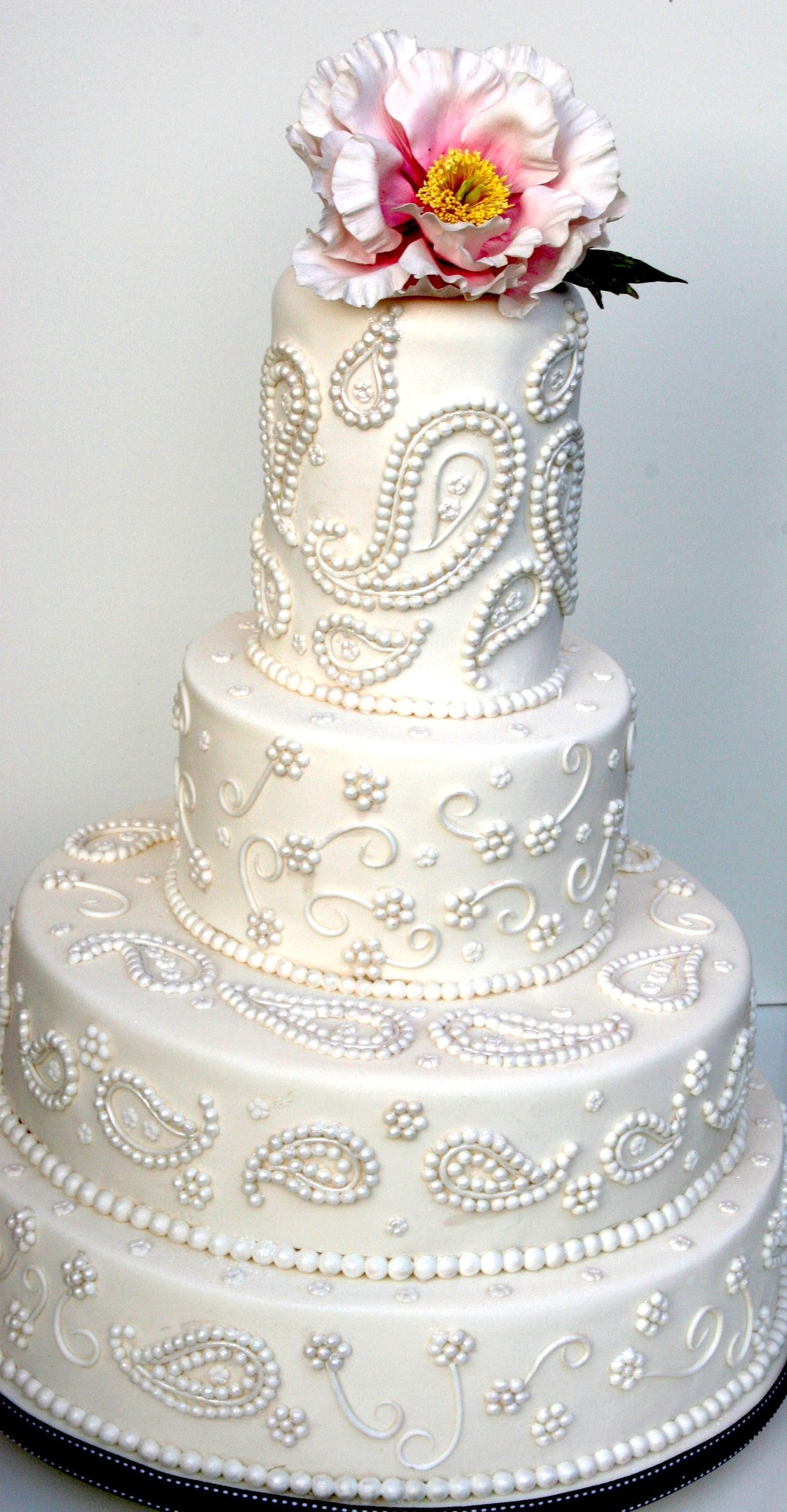 Paisley pearl cake inspired by a sari design
