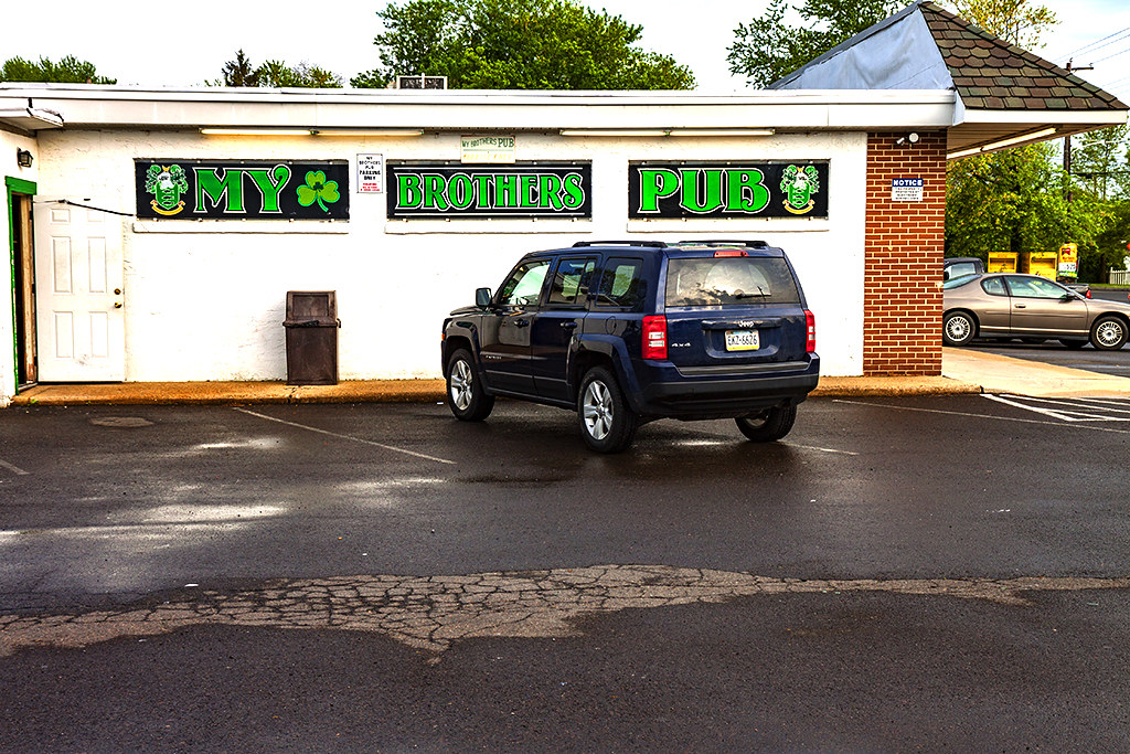 My-Brother's-Pub--Levittown-4