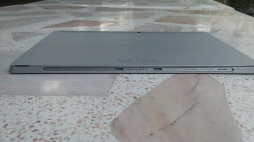 Microsoft Surface 2 ด้านล่าง