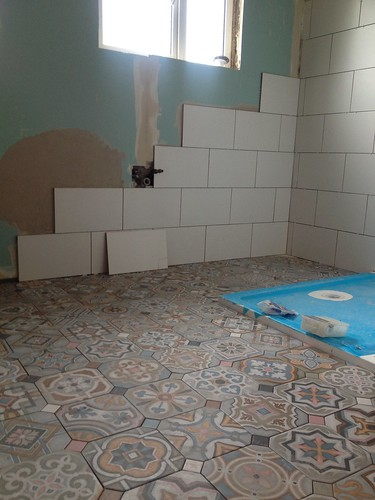 The bathroom tiling is started!