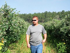 farm(0.0), gardener(0.0), crop(0.0), agriculture(1.0), shrub(1.0), plant(1.0), produce(1.0), plantation(1.0),