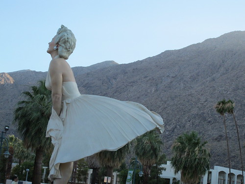 Salt and chocolate giant marilyn monroe statue in palm for Marilyn monroe palm springs home