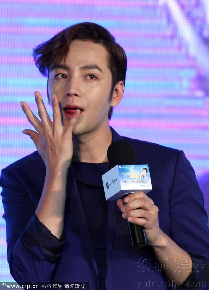 [Pics] Jang Keun Suk Calls For More Charity Work and Be Eco-Friendly At Caffe Bene FM_20140426 14078153733_79c0f44500_o