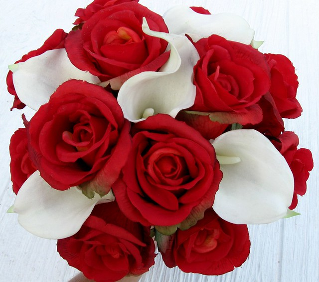 Elegant modern bridal bouquet of white calla lillies and roses - Realistic Red Rose White Calla Lily Bridal Bouquet A