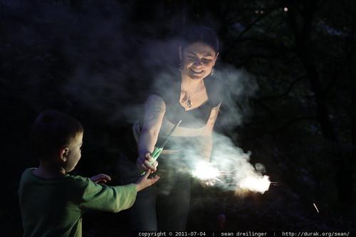 rachel handing sequoia a sparkler
