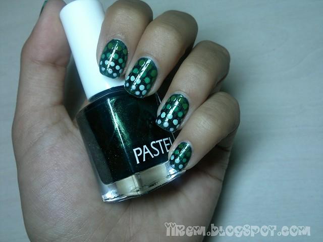 Gradient Polka-Dot Manicure (4)