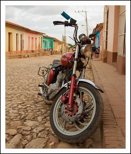 Cuba: motorfiets by hans van egdom