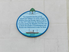Photo of Habana and Basque refugee children blue plaque