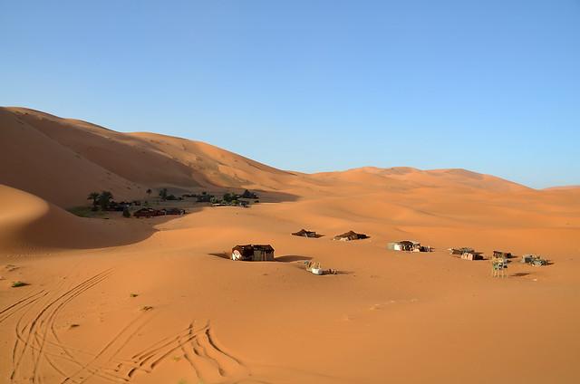 Campamento de jaimas junto a la gran duna de Erg Chebbi