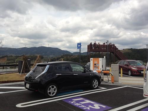 新東名高速の全SAには電気自動車用急速充電器が1基ずつ設置。