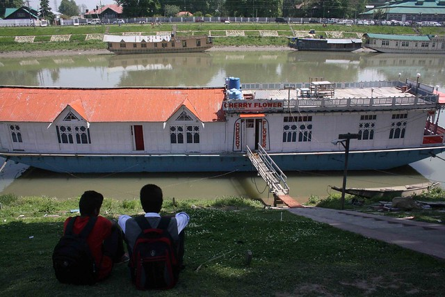 Kashmir Diary – The Bund, Srinagar